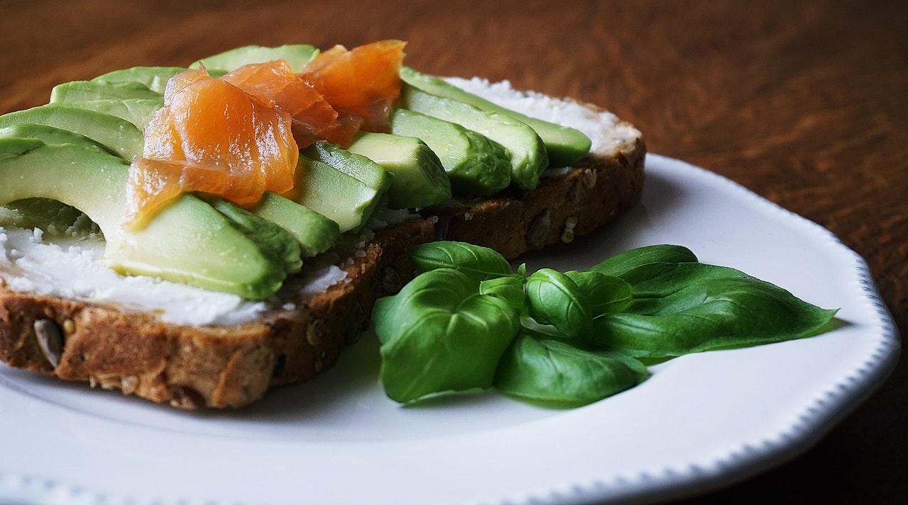 El salmón y el aguacate, entre los alimentos con más vitamina D